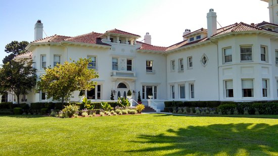 Dolce Hayes Mansion: The mansion