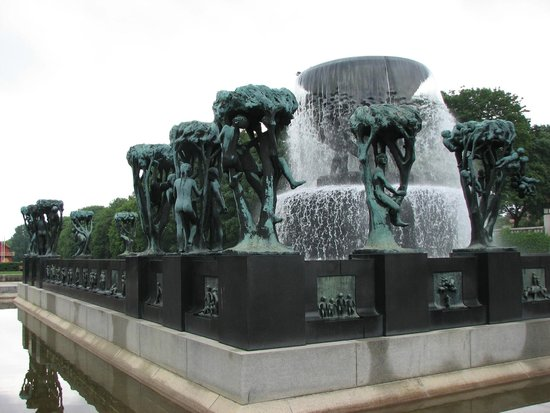 Museo de Vigeland: One of my sculptures and fountains