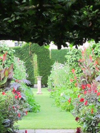 Kendal, UK: gardens at Levens Hall