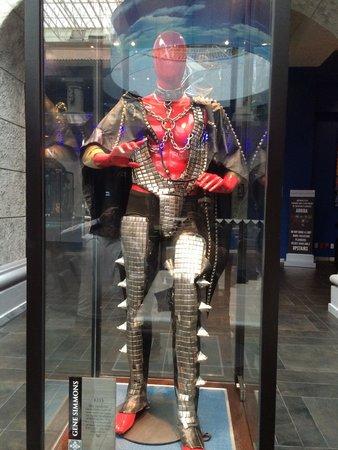 Hard Rock Hotel Riviera Maya: Hard Rock Hotel / traje de Gene Simmons en el lobby