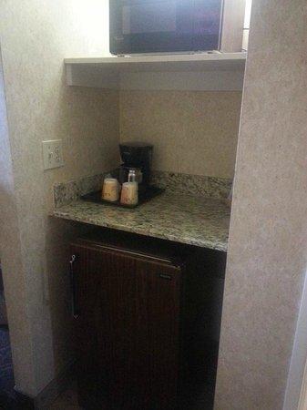 Abbey Inn: nice little kitchenette