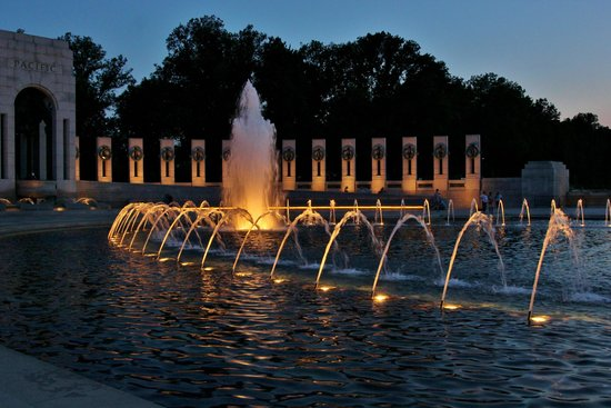 National World War II Memorial : Central fountain at dusk