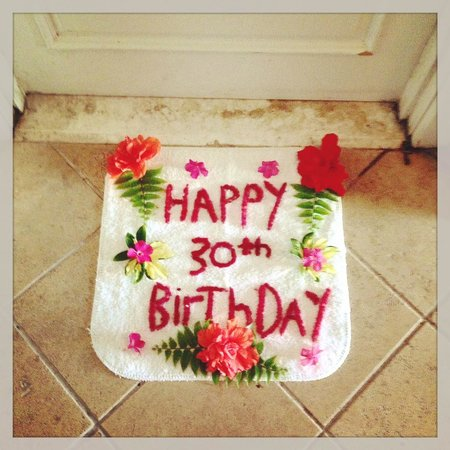 Sandals Emerald Bay Golf, Tennis and Spa Resort: Lindsays birthday was on Wednesday and they made a door mat. Real Flowers