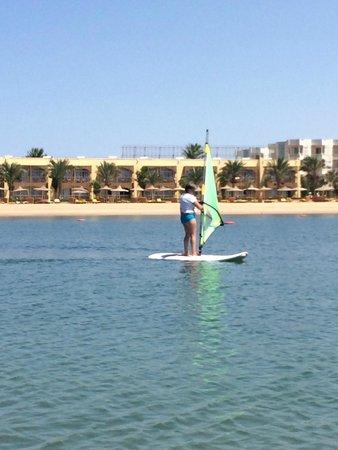 Desert Rose Resort : серфинг