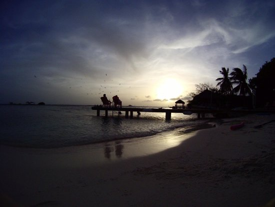 Aruba Reef Beach Apartments: Sunset on the dock