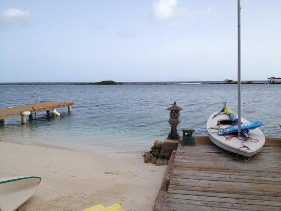 Aruba Reef Beach Apartments: View of the private beach
