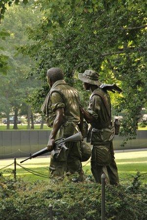 Vietnam Veterans Memorial : Three Soldiers Statue