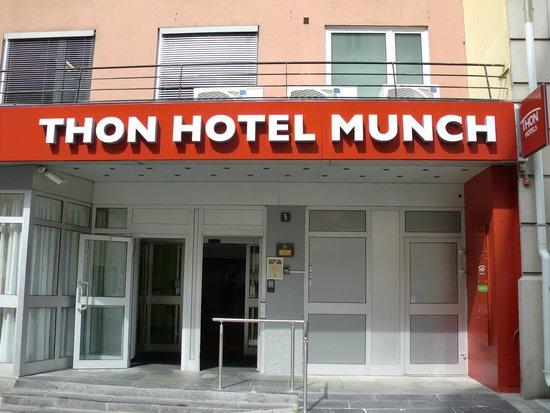 Thon Hotel Munch : Inngangsparti til resepsjon