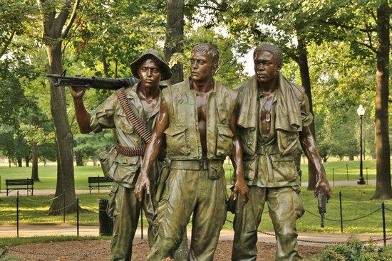 Vietnam Veterans Memorial: Three Soldiers Statue