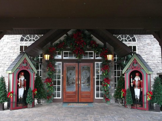 The Inn at Christmas Place: Entrance to Christmas Place