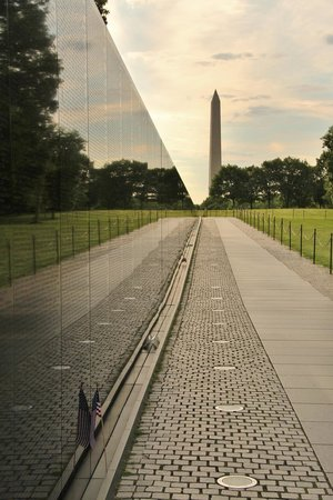 Vietnam Veterans Memorial: The Wall in perfect alignment with Washington Monument