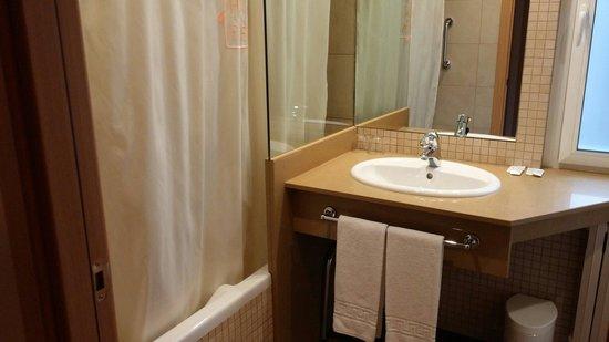 Hotel Espel: Lavabo con bañera