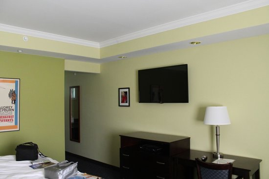 Starlight Inn: Looking at the TV from the lounge chair