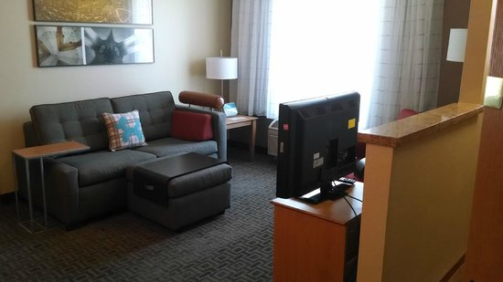 TownePlace Suites Phoenix North: Living area