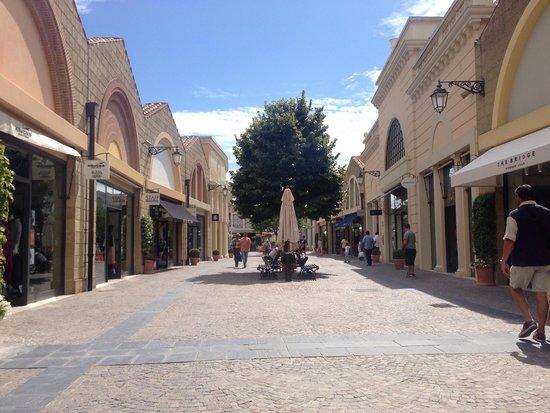 Castel Romano Designer Outlet: Main Street