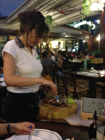 La Piazzetta : Тициана в работе.