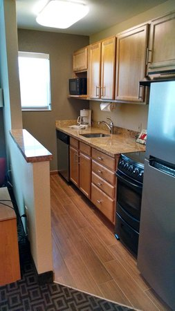 TownePlace Suites Phoenix North: Galley kitchen