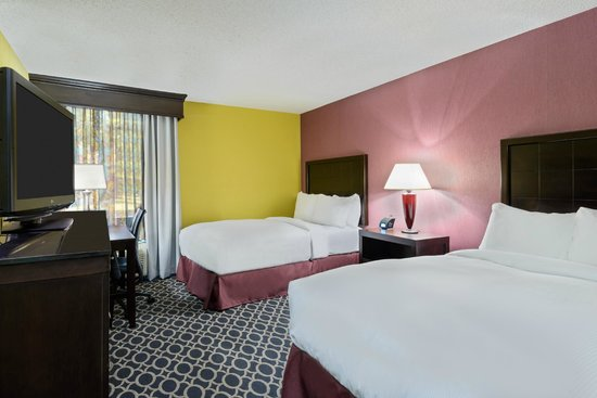DoubleTree by Hilton Richmond-Midlothian: Beautifully renovated double room with contemporary colors, local photography, micro/fridge.