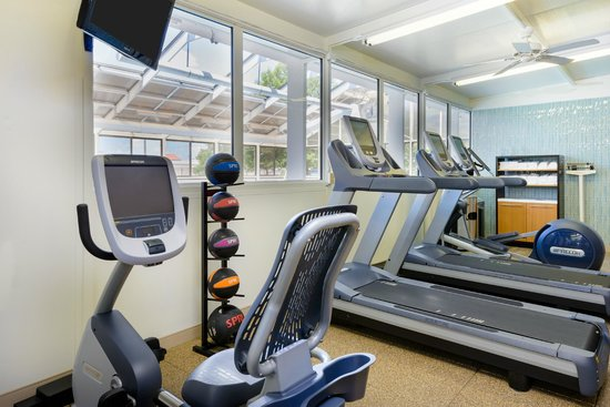 DoubleTree by Hilton Richmond-Midlothian: Brand new PreCor Equipment in a comfortable, clean fitness room