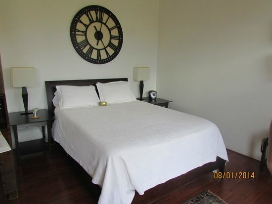 The Penrose B&B: The bed