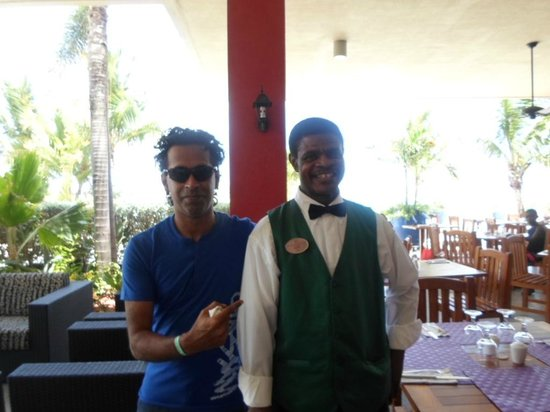 Sonesta Maho Beach Resort, Casino & Spa : this guy made sure we always had a great table
