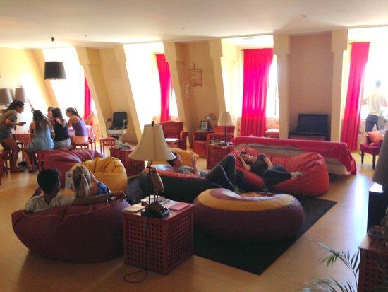 Lisbon Poets Hostel: Common room area