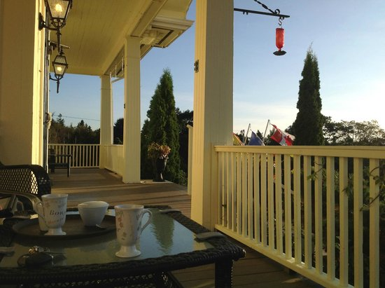 Rossmount Inn : This is where we have our morning coffee at the Rossmount.