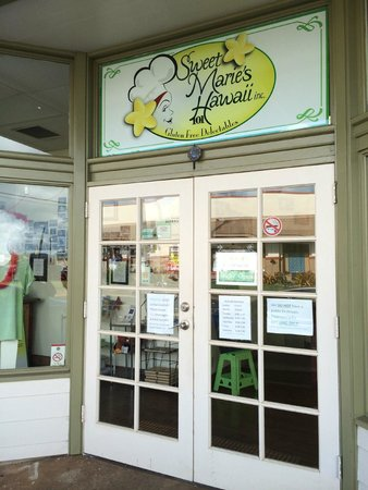 Sweet Marie's Hawaii : Their entrance is right on the main road not far from the airport