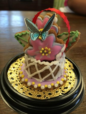 Sweet Marie's Hawaii : Marie makes these tiny treats -- too pretty to eat!