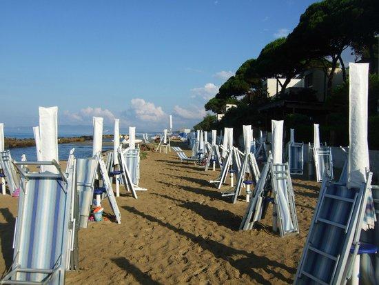 Residenza Turistica Baia Etrusca: Strand am Morgen