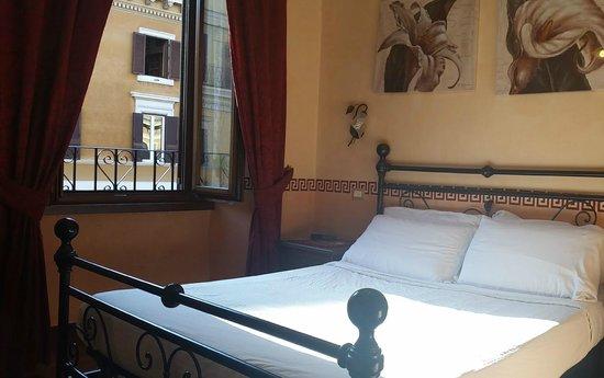Le Suite di Via Ottaviano : room with view