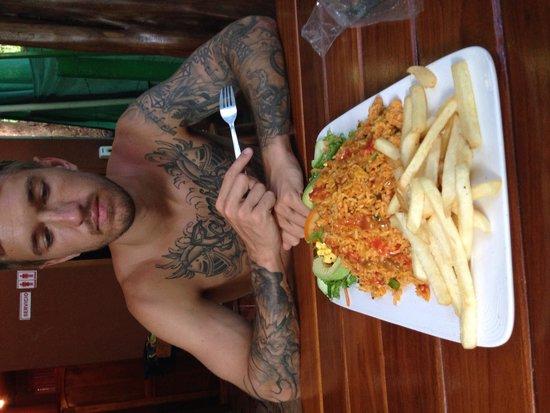 Soda Tiquicia: My boyfriend with our classic arroz con pollo split meal :)