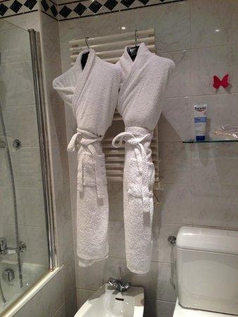 Hôtel Le Littré : Bathroom - cute!