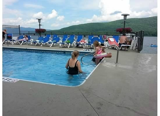 Lake Motel: Pool with Lake in Background