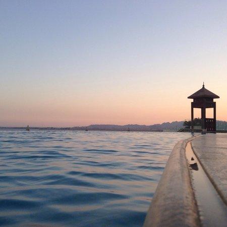 Reef Oasis Blue Bay Resort: Infinity pool View