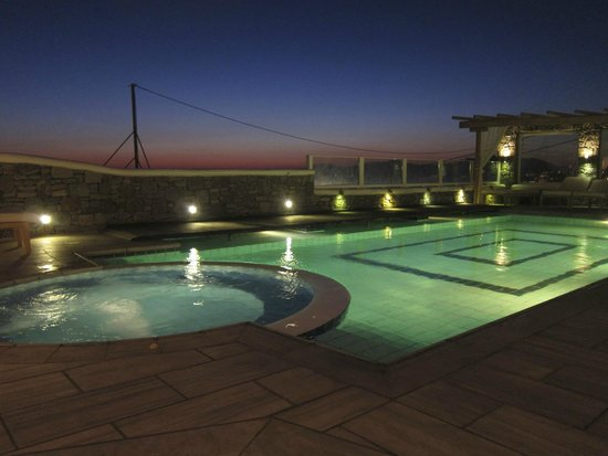 Damianos Hotel: pool by night!