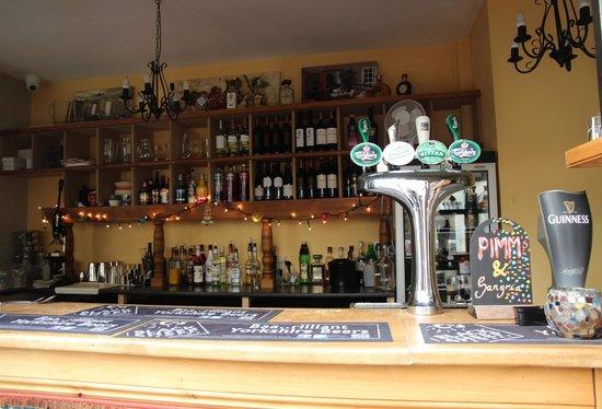 Hallies: Bar