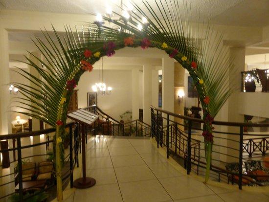 Neptune Beach Resort: Entrance/Exit from dinner