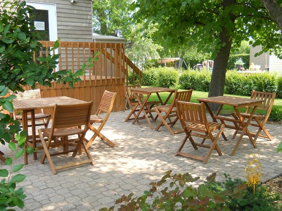 Rhyme or Reason Cafe: Our patio ... enjoy your food or specialty coffee outside!