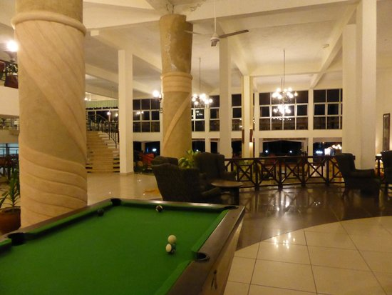Neptune Beach Resort: Area for playing pool and watching TV