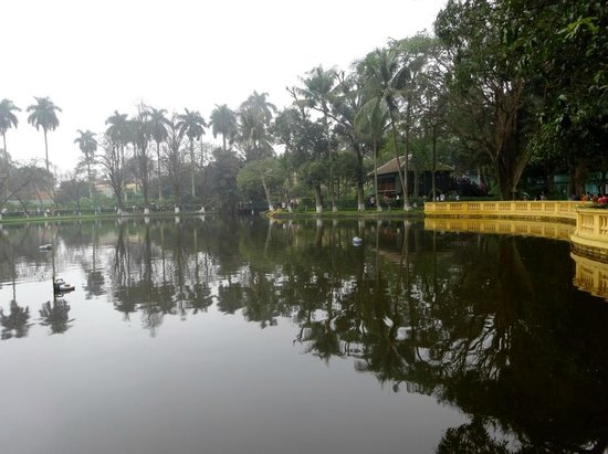 Ho Chi Minh Presidential Palace Historical Site: POND OUTSIDE BUNGELOW