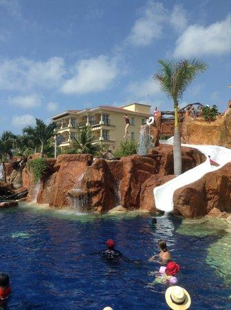 Hotel Marina El Cid Spa & Beach Resort : The diving cliff & waterslide