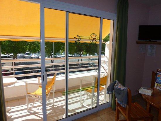 Galdana Gardens Apartments Balcón Terraza Habitación 8
