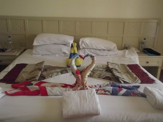 SENTIDO Mamlouk Palace Resort : towel art