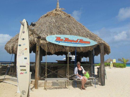 Curacao Marriott Beach Resort & Emerald Casino: The Board Room, ocean bar