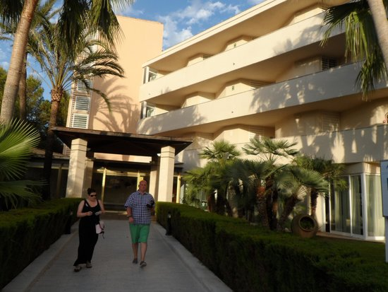 Som Llevant Suites: Front of Hotel