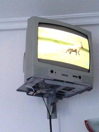 Apartahotel Del Mar : Televisión colocada muy alta y desfasada.