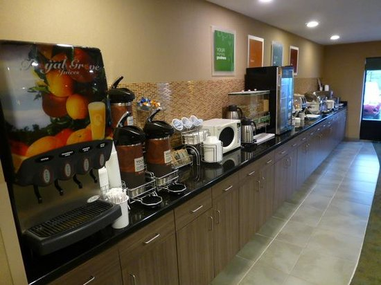 Comfort Suites Knoxville West-Farragut: Breakfast bar