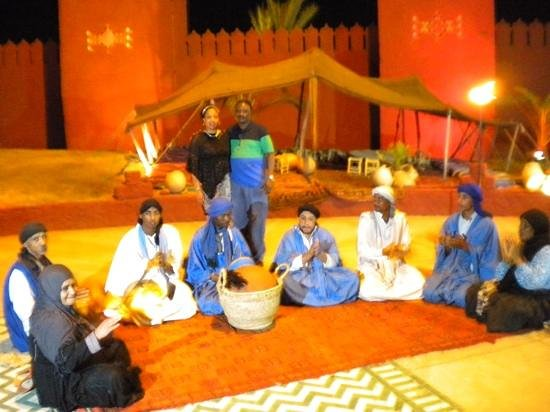 Chez Ali: percussionists on the way in