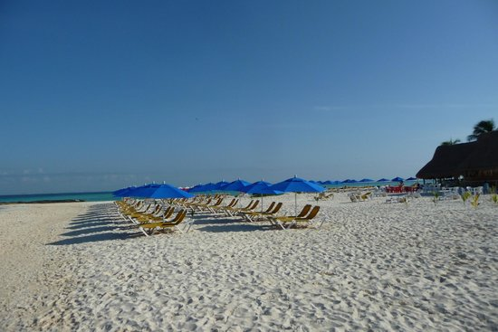 Playa Norte : EARLY WALK IN THE MORNING